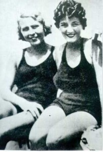 Clara Petacci (on right) with her sister in 1942